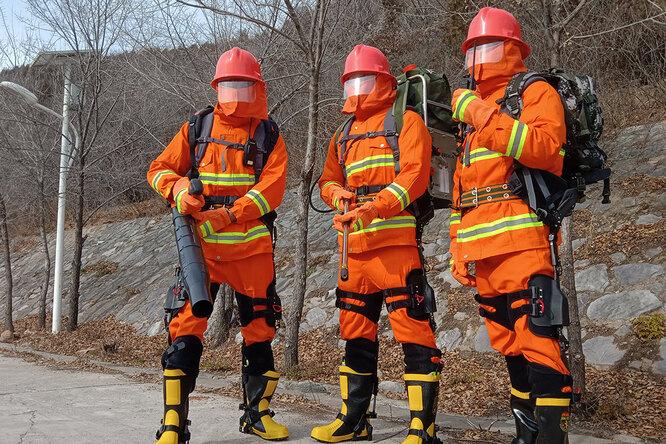 Китайский экзоскелет дляпожарных кратно облегчает работу в«горячих точках»