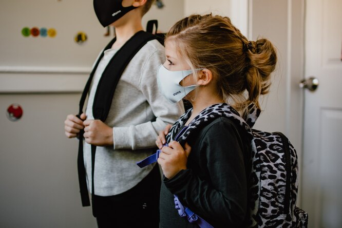 ВОЗ впервые разрешила вакцинировать детей