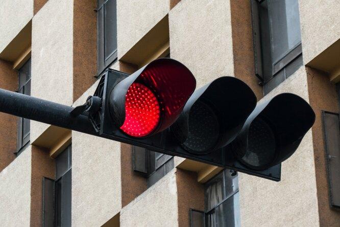 Женщина из-за мести 49 раз проехала накрасный сигнал светофора намашине экс-бойфренда