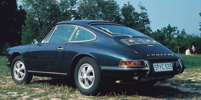 <br />911 S, 1967 год. &laquo;Заряженная&raquo; версия оснащалась 180-сильной двухлитровой оппозитной &laquo;шестёркой&raquo;, которая раскручивалась до сумасшедших 7200 оборотов в минуту.<br />&nbsp;
