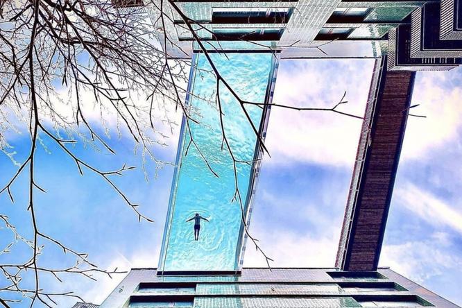 35 метров надземлей ипрозрачное дно: один изсамых зрелищных бассейнов Лондона