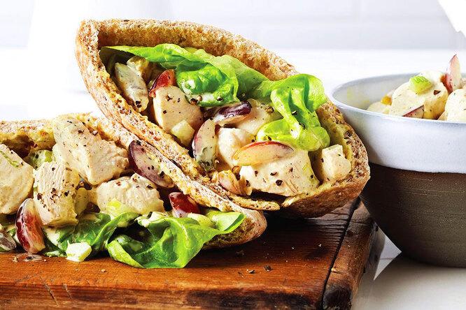 Курица срукколой иавокадо: быстрый иполезный обед