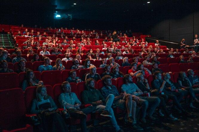 В России кинотеатры обязали предупреждать одлительности рекламы передсеансом