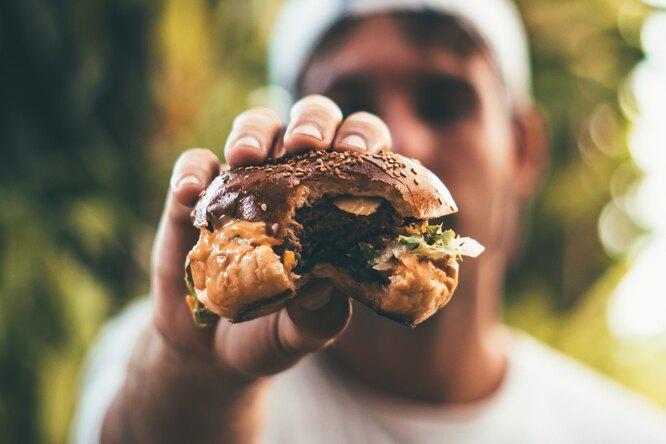 Юноша обнаружил вбургере из«Макдоналдса» слизня