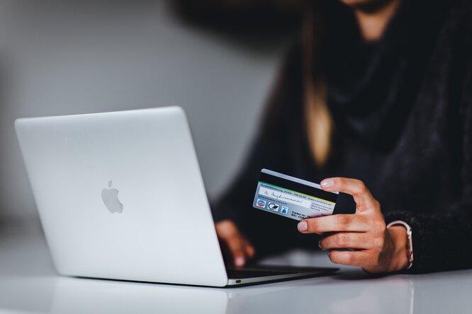 Мошенники начали предлагать бонусы завакцинацию отCovid-19, а затем красть данные банковских карт
