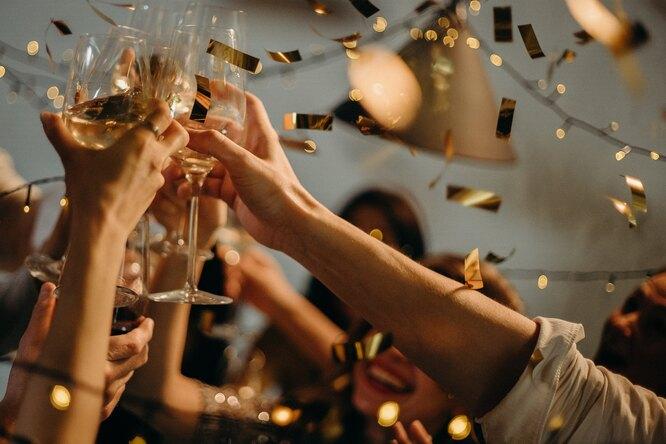 Любители вечеринок лучше справляются со стрессом — исследование