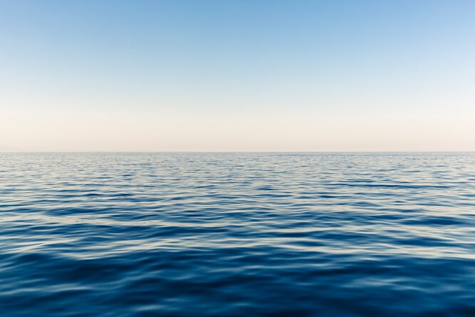Видео: воткрытом океане возле авианосца испытали 18-тонную бомбу