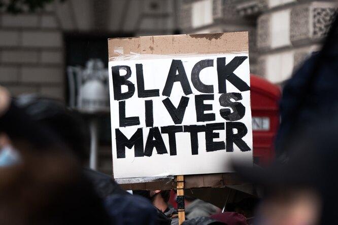 На Олимпиаде вЯпонии заподдержку Black Lives Matter атлетов будут наказывать