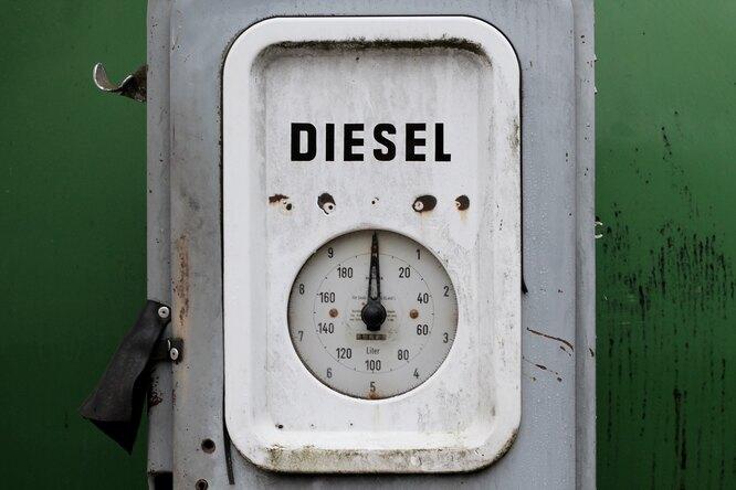 Почему дизельное топливо называют соляркой? Это одно ито же?