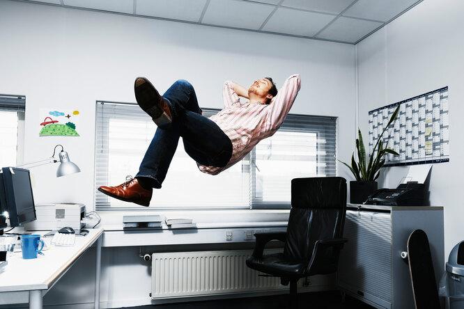 К чему приводит постоянное сидение заофисным столом?