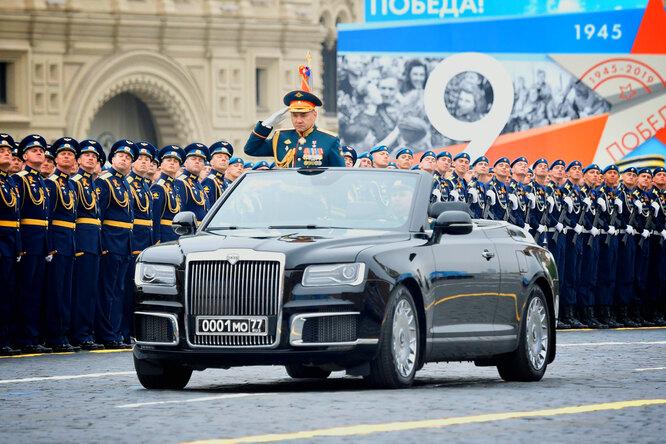 Почему парадные кабриолеты наДень Победы изсерых стали чёрными?