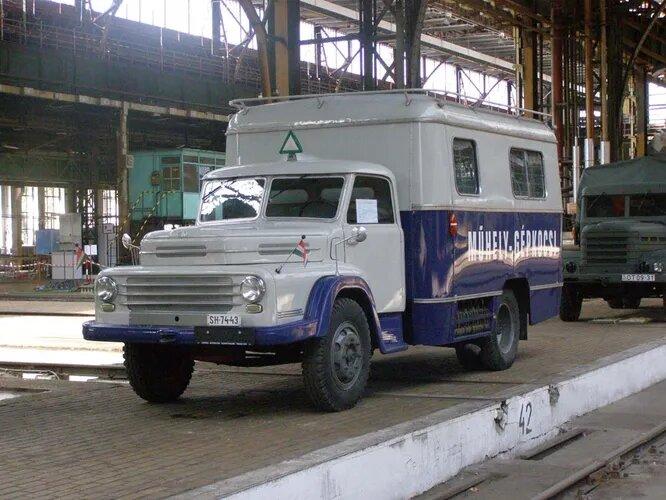 Csepel – производитель грузовиков и военной техники, основанный правительственным указом сразу после войны и в 1949 году выпустивший из ворот завода первый автомобиль. В 1996 году компания разорилась, но старые «Чепели» до сих пор бороздят венгерские дороги, а иногда даже принимают участие в ретро-ралли. На снимке – Csepel D450.