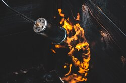 Краснодарский блогер-автомеханик оснастил «шестерку» огнеметом