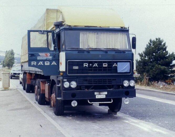 Rába – некогда крупнейший венгерский производитель грузовой и военной техники, основан в 1896 году. Ныне специализируется на военных траках повышенной проходимости и комплектующих для грузовых автомобилей. На снимке Rába S22.