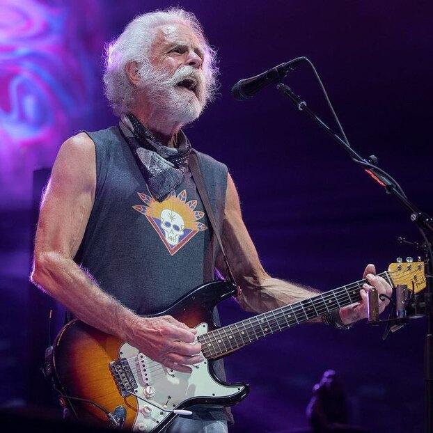 Видео: как 73-летний вокалист Grateful Dead тренируется во время гастролей