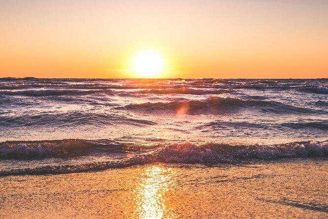 В Геленджике Черное море окрасилось вкрасный цвет