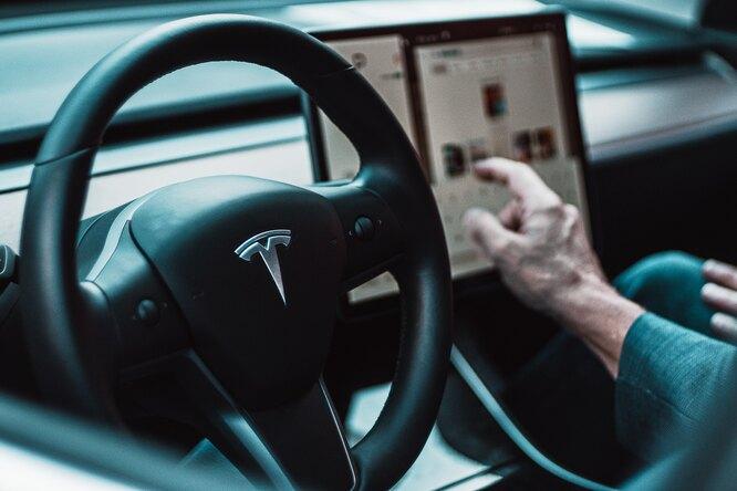 Поддержка вэлектрокарах Tesla заговорила по-русски