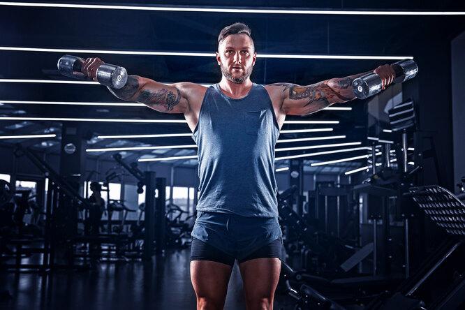 Как тренировать плечи: топ-7 упражнений длямощных дельтовидных мышц