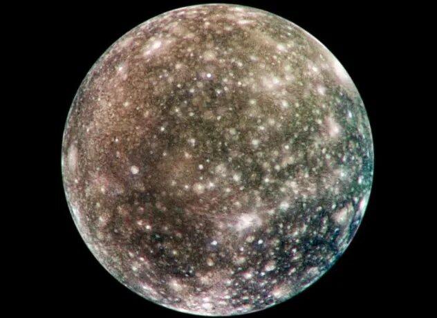 <br />Каллисто. Вторая по величине луна Юпитера по размеру примерно равна Меркурию. Возможна вода под поверхностью. Тонкая атомсфера из диоксида углерода. Возможно, присутствует кислород, но для этого требуется более детальное изучение. Каллисто находится на приличном расстоянии от Юпитера, что снижает испускаемую им радиацию &ndash; это может стать важным фактором для колонизации.<br />&nbsp;