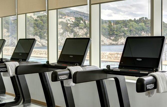 Фитнес-центр с понарамным видом на море