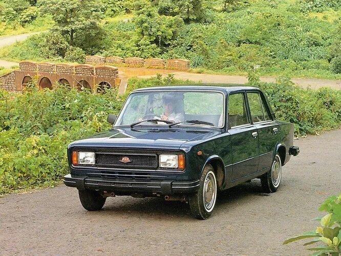 Premier 118NE (Индия, 1985). Самая поздняя из появившихся лицензионных версий. Индийский Premier и до того сотрудничал с «Фиатом», производя свою версию Fiat 1100. В 1981-м достигли соглашения о приобретении прав на старое уже шасси 124-ки, начали производство четырьмя годами позже и производили её вплоть до 2001 года.