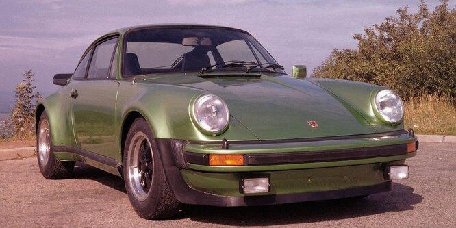 <br />930 Turbo, 1975 год. Появление турбированной версии открыло в истории 911-го новую эру. Укротить 260 лошадиных сил в сочетании с избыточной поворачиваемостью мало кому удавалось.<br />&nbsp;
