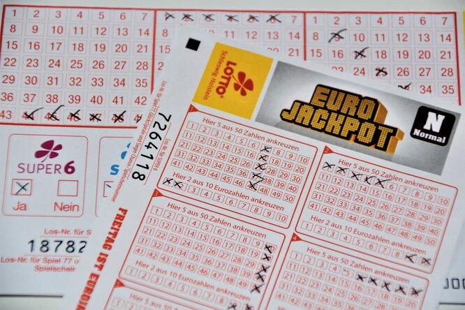 Работник магазина вСША вернул покупателю выброшенный лотерейный билет намиллион долларов