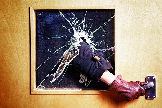 Как защитить квартиру отвзлома: полезные советы пообороне дома