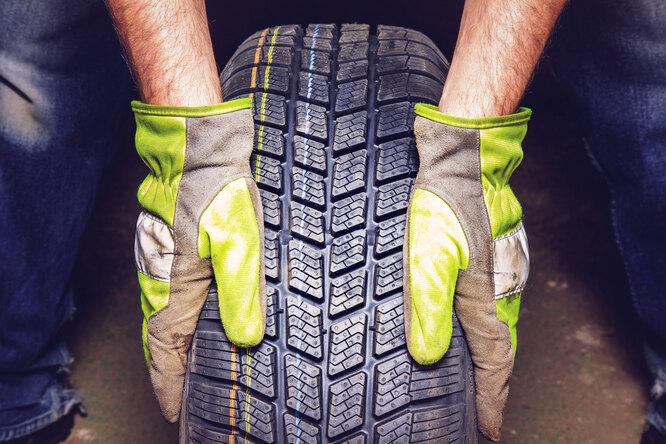 Для чего наавтомобильных шинах рисуют цветные полоски?