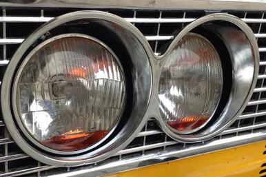 Для чего встарых автомобильных фарах нужна цветная жидкость