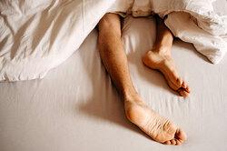 Что делать, если во сне сводит мышцы ног?