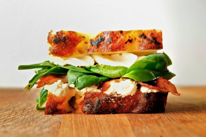 Рецепт горячего сэндвича светчиной исыром: вкусно, быстро исытно