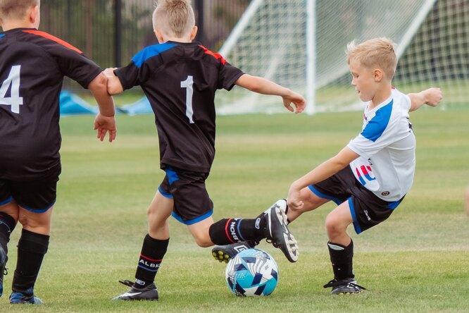 В 150 школах России ввели уроки пофутболу