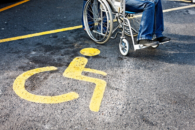 Почему нанекоторых парковках мест дляинвалидов много, а надругих — мало?