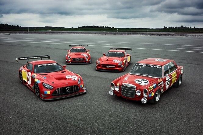 Mercedes-Benz выпустил три суперкара кюбилею «Красной свиньи»