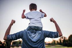 Тренировка отца: как использовать ребенка вместо штанги