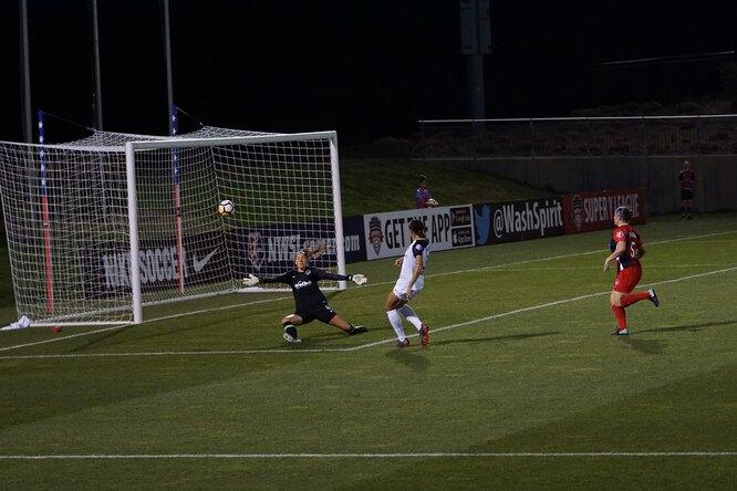 В матче Кубка Марокко полевой игрок встал вворота передсерией пенальти из-за удаления голкипера. Ион спас команду!