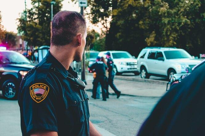 В США полицейским запретили лгать детям придопросах