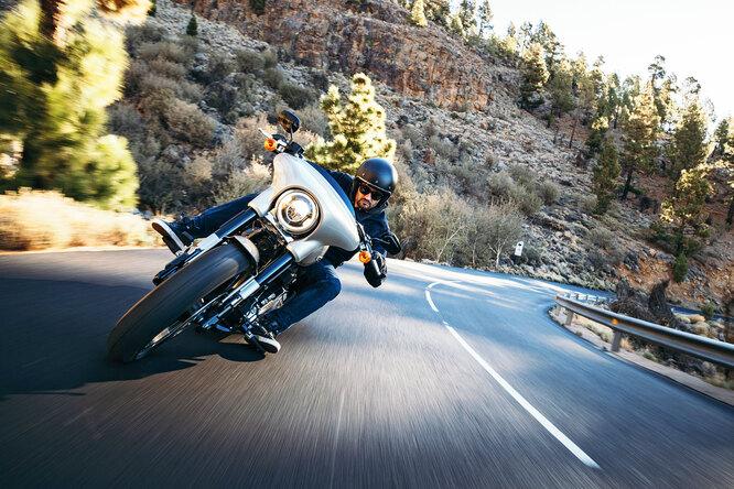 Как ездить намотоцикле вгороде: советы отпрофессионального гонщика