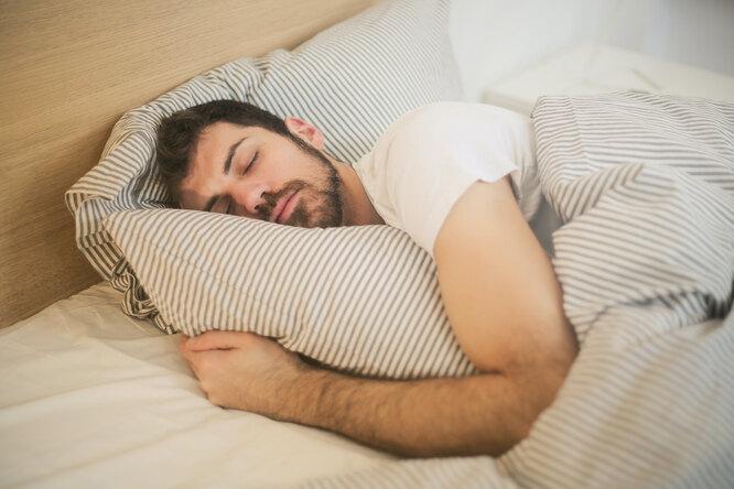Отоспаться завыходные навсю неделю: будет ли отэтого польза?