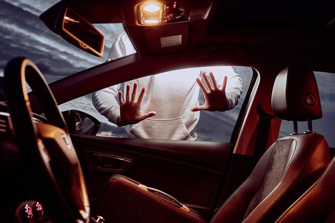 Как открыть автомобиль, если вы забыли ключи всалоне?
