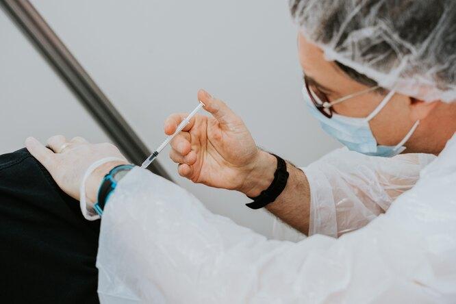 Первый случай двукратного паралича выявили после вакцины Pfizer