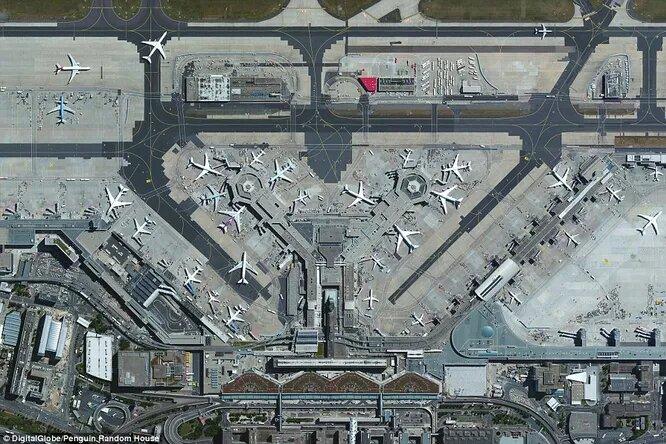 Франкфуртский аэропорт — самый крупный в Европе. Отсюда ежедневно вылетает около 1300 рейсов.