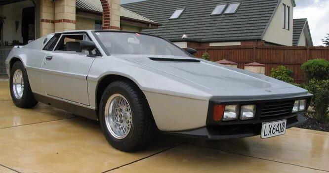 <br />Это не Lotus. Это Heron MJ1 1980 года. Компания Heron существовала в Новой Зеландии с 1962 по 1999-й и строила небольшими сериями спорткары и кит-кары с использованием ряда заимствованных компонентов, в том числе и от Lotus.<br />&nbsp;