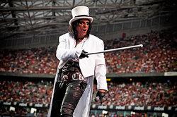 Музыканты, которые избавились отзависимостей благодаря спорту: Элис Купер