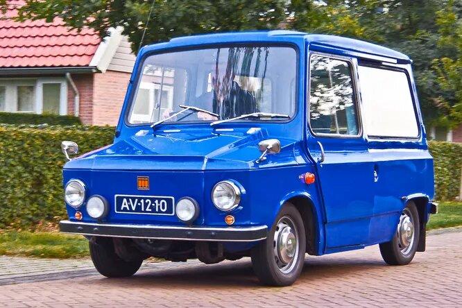 Kalmar. В конце 1960-х шведской почте срочно потребовался новый развозной автомобиль. Он был заказан фирме Kalmar Verkstad, делавшей в основном рельсовые транспортные средства и спецмашины. Kalmar взяли базу голландского DAF 44 и построили на её основе автомобиль Kalmar KVD440/441 (он же Tjorven). Результат на снимке, производился с 1969 по 1971 год и в течение многих последующих лет работал на благо почты и других служб.