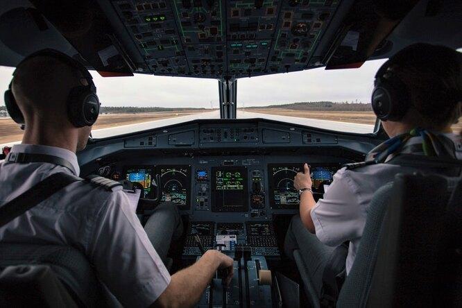 Пилота оштрафовали на$5 тысяч запросмотр порно во время рейса