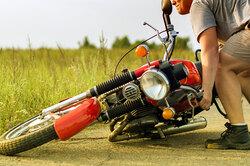 Как поднять упавший мотоцикл ипри этом ненадорваться?