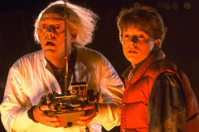 Как выглядят Кристофер Ллойд иМайкл Джей Фокс спустя 36 лет после выхода «Назад вбудущее»