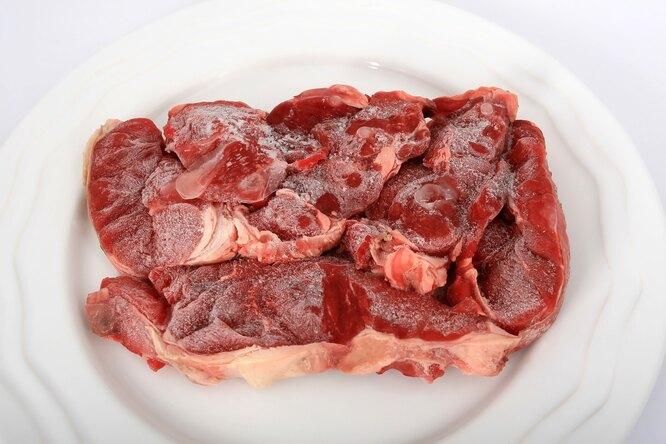 Почему нельзя размораживать мясо вмикроволновке?